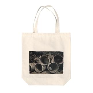 ドラム缶とネコ Tote bags