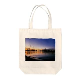 東京の夕方 Tote bags