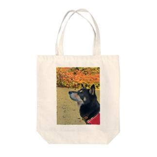 紅葉と黒柴 Tote bags