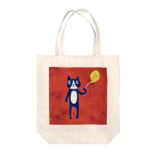 赤い背景のネコと風船 Tote bags