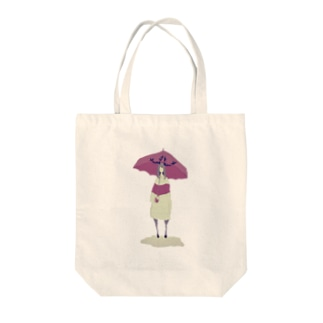 雨を待つ鹿少女 Tote bags