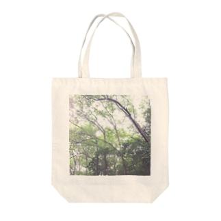 森の中へ Tote bags
