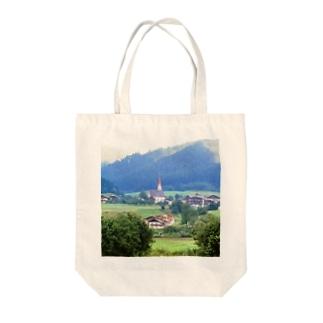 ドイツ:山岳地方の風景写真 Germany: view of a mountain village Tote bags