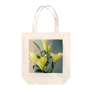 yellow lily 1 Tote bags