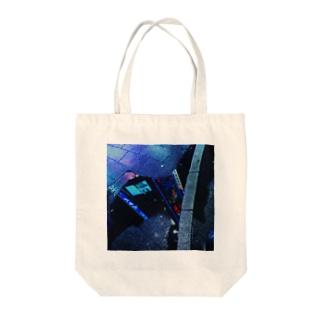 水溜りの中の街 Tote bags
