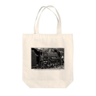 上越線 水上駅でスタンバイするSL D51498 (モノクロフォト) Tote bags