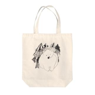 くま(森の中) Tote bags