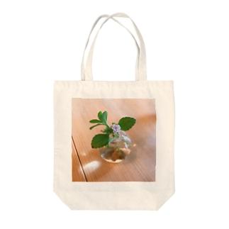 小さな丸い花瓶のトート Tote bags