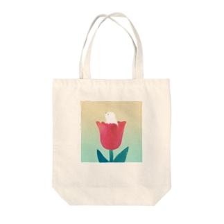 たかどのみこと🕊のしろくまとチューリップ Tote bags