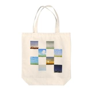 草のある景色 Tote bags