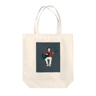 弾き語りの男の子 Tote bags