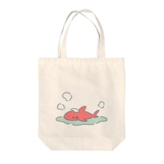 のぼせたサメ Tote bags