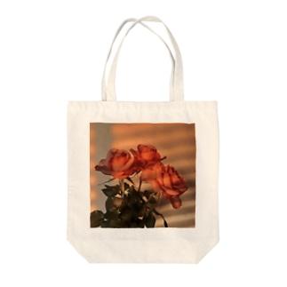 プリンセスメグ Tote bags