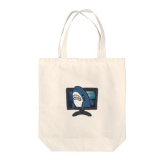 画面から出てくるサメ Tote bags
