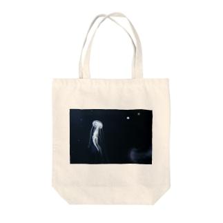 クラゲ Tote bags