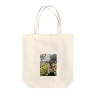 ハナちゃんと桜 Tote bags