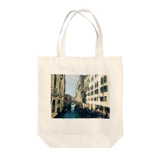 ヴェネチアの街並み Tote bags