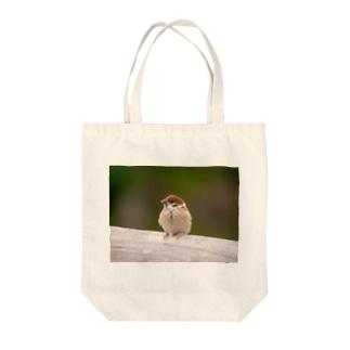 スズメの幼鳥さん Tote bags