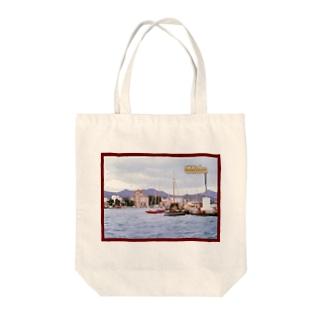 ギリシャ:小型帆船が舫うエギナ島の波止場の風景写真 Greece: Small ships at Egina Is. Tote bags