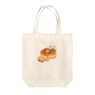雑貨屋きゅう@suzuri支店のにゃんこ&食《くるみパン》 Tote bags