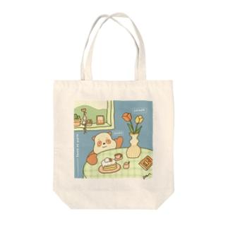 パンダのおやつタイム Tote bags