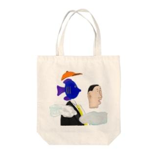 ひぇんアートのAn odd fish Tote bags