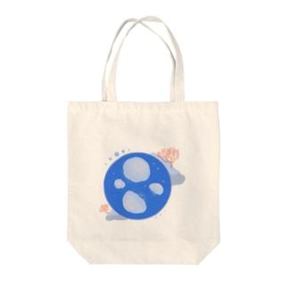 シンプルなミズクラゲ Tote bags
