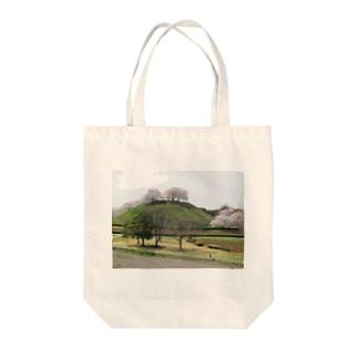 日本の古墳:丸墓山古墳と桜 Japanese ancient tomb: Maruhakayama / Gyoda Tote bags