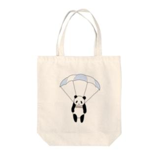 空飛ぶパンダ Tote bags