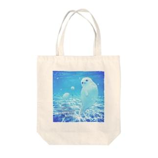沖縄の海とアザラシ Tote bags