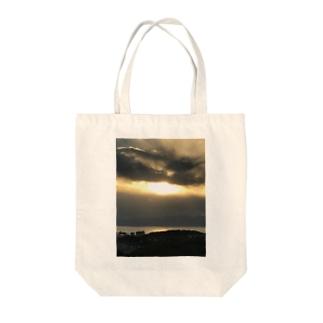 ソラ Tote bags
