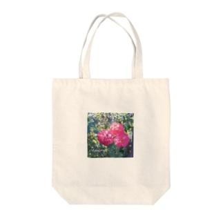 ピンクの薔薇 Tote bags