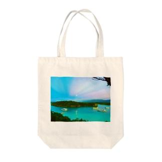 川平湾と月とマジックアワー Tote bags