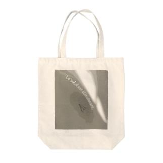 oka__のLe soleil est éblouissant Tote bags