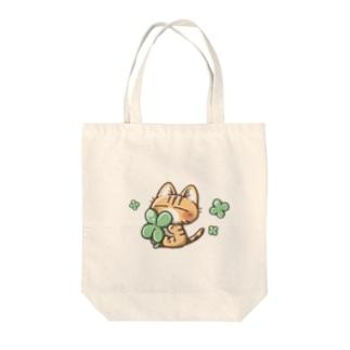 茶トラ猫さんとクローバー Tote bags