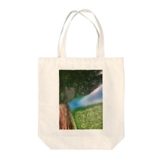 草原の中で Tote bags