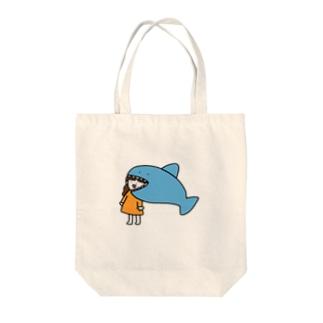 さかもとこのみのグッズやさんのサメに食べられる女の子 Tote bags