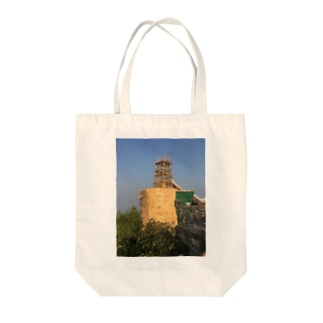 金箔を貼る工事中のゴールデンロック ミャンマー Tote bags