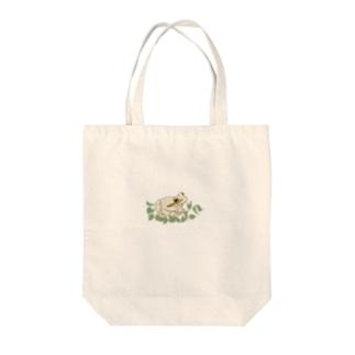 白いカエルと葉っぱ Tote bags