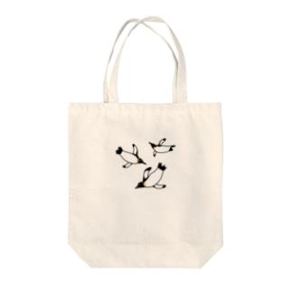そらとぶペンギン Tote bags