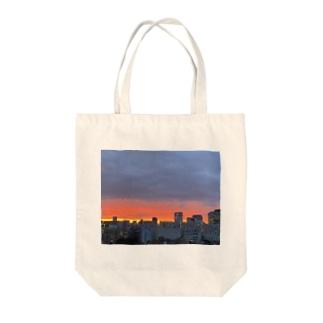 茜色の夕焼け Tote bags