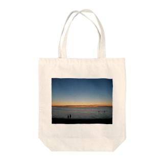 クリスマスの夜9時頃のメルボルンビーチ Tote bags