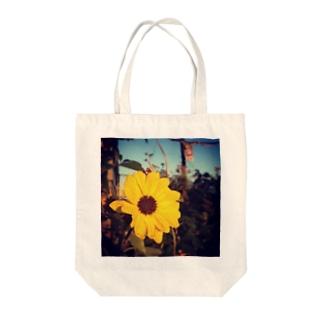 夏っぽい花⌘ Tote bags