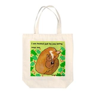 キツネとウサギの友情 Tote bags