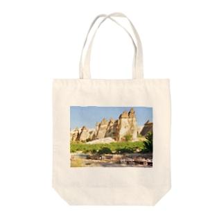 トルコ:カッパドキアの妖精の煙突 Turkye: Fairy Chimneys rock formation near Göreme, in Cappadocia Tote bags