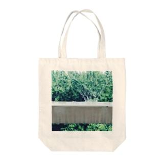 雨とcrown Tote bags
