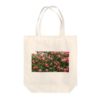 群れ薔薇 Tote bags