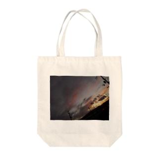 暖かい夕焼け Tote bags