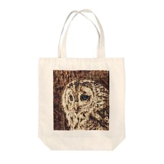 木のぬくもり フクロウ Tote bags