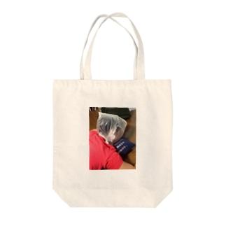 不意打ち Tote bags